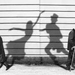 Video tarian bayang-bayang yang kreatif.